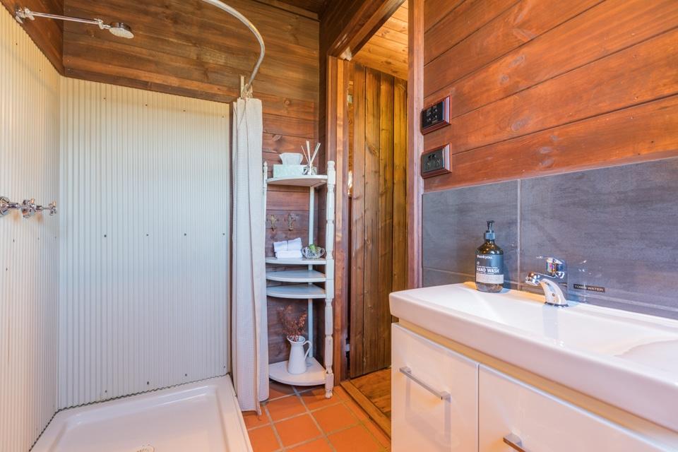 Broke Estate Cottage Bathroom 2